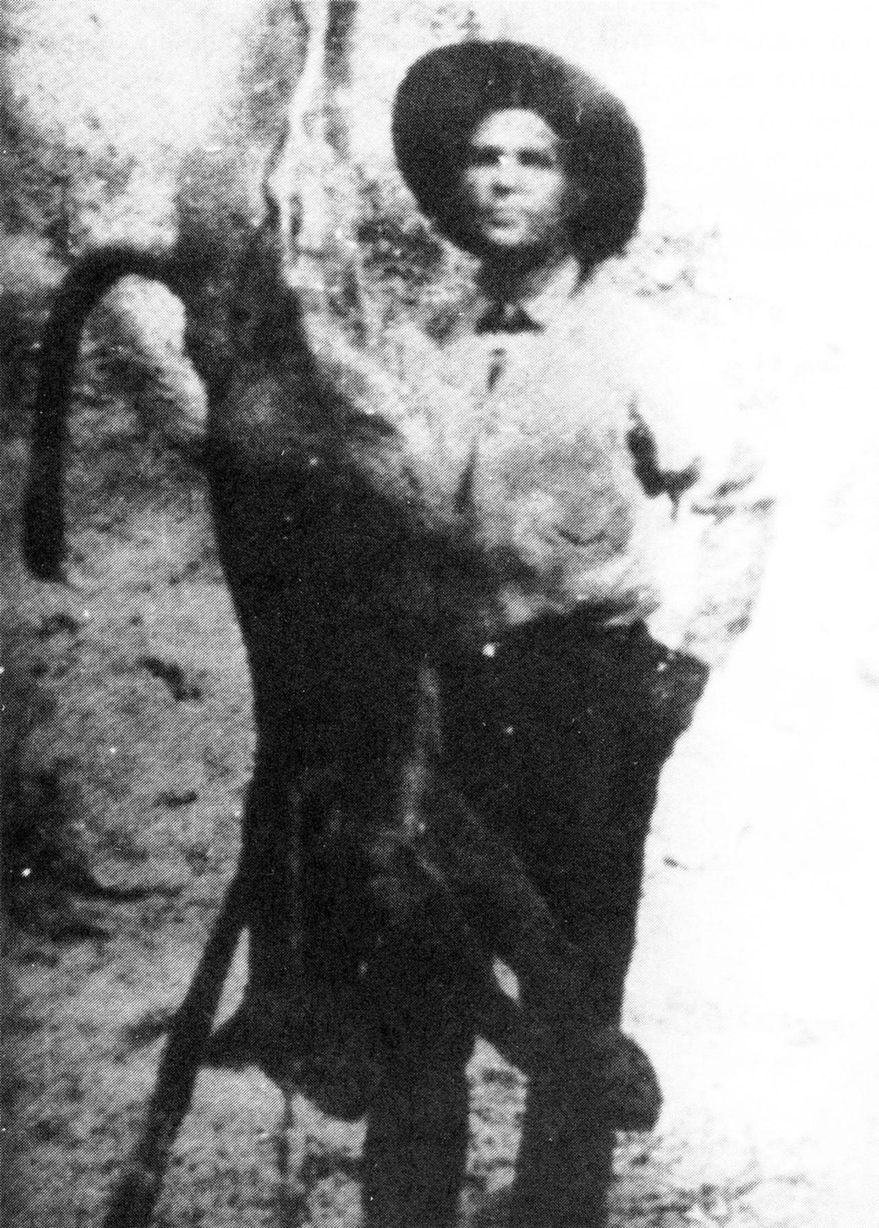 Ruggles posa di fianco alla presunta onza da lui abbattuta nel 1926