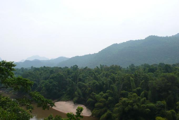La catena montuosa del Tenasserim, presunta dimora del misterioso luwun